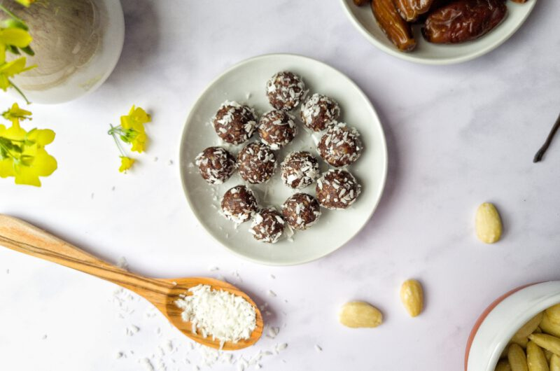 Schokoladen-Kokos-Energyballs